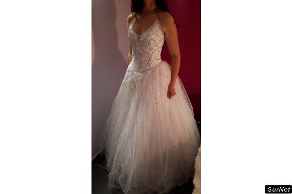 LOT de 8 robes de mariée neuves à vendre avec jupon et voile